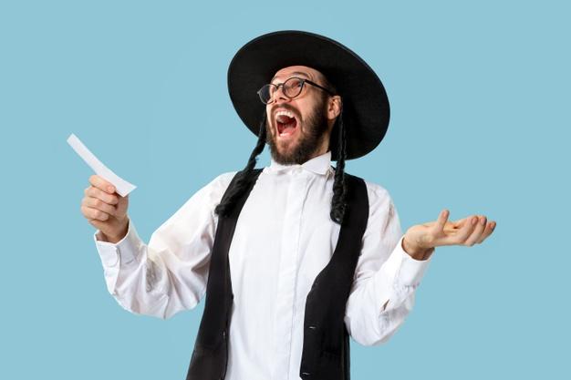 мужчина еврей радуется